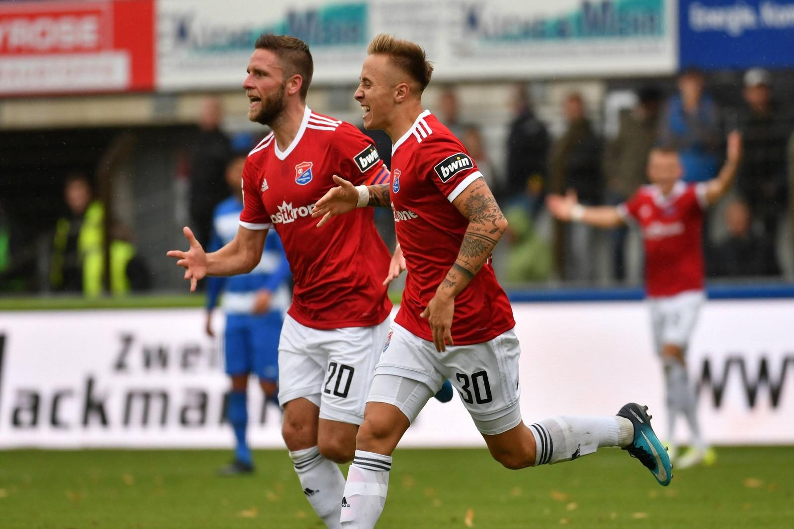 Dominik Stahl (l.) und Luca Marseiler jubeln gegen Meppen.