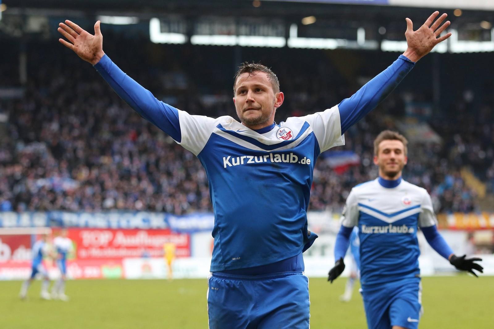 Marcel Ziemer bejubelt einen Treffer gegen Regensburg