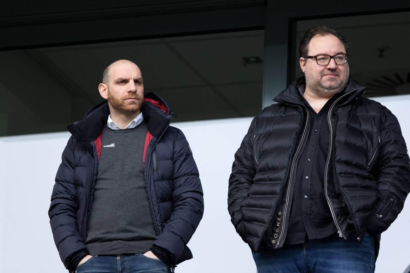 Nikolas Weinhart und Mikhail Ponomarev auf der Tribüne.