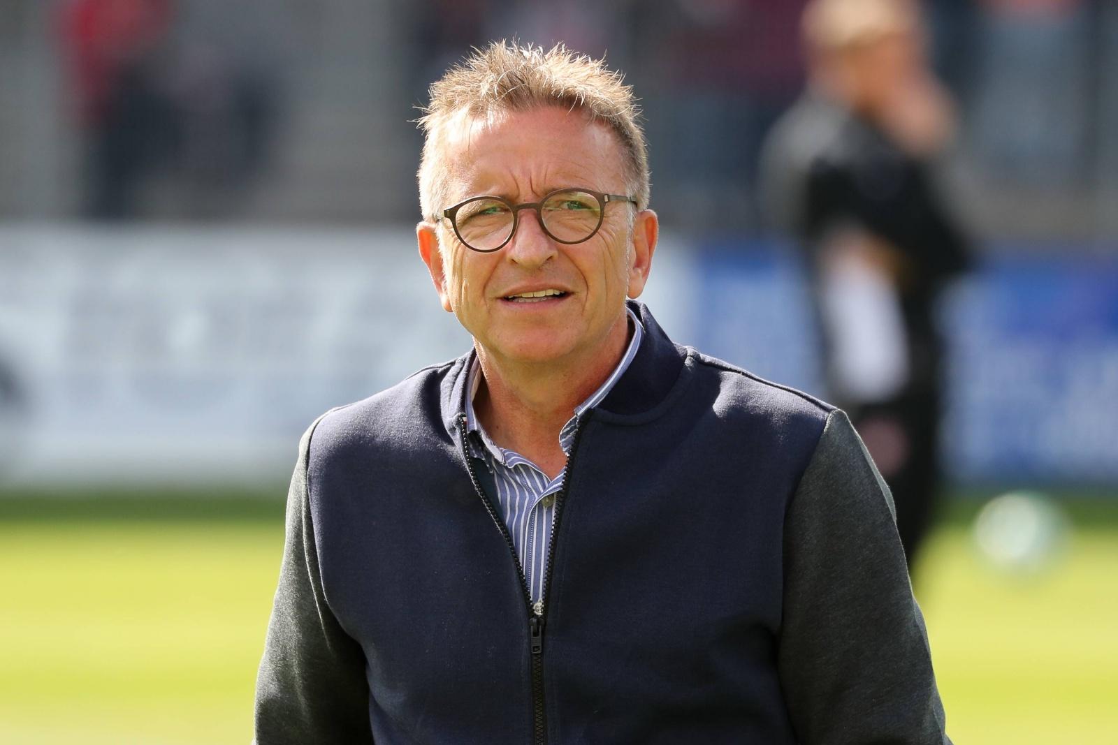 Norbert Meier als Trainer des 1. FC Kaiserslautern