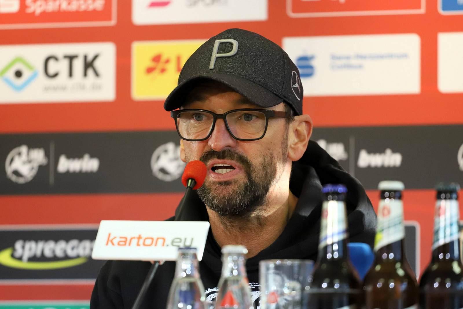 Pele Wollitz auf der Pressekonferenz