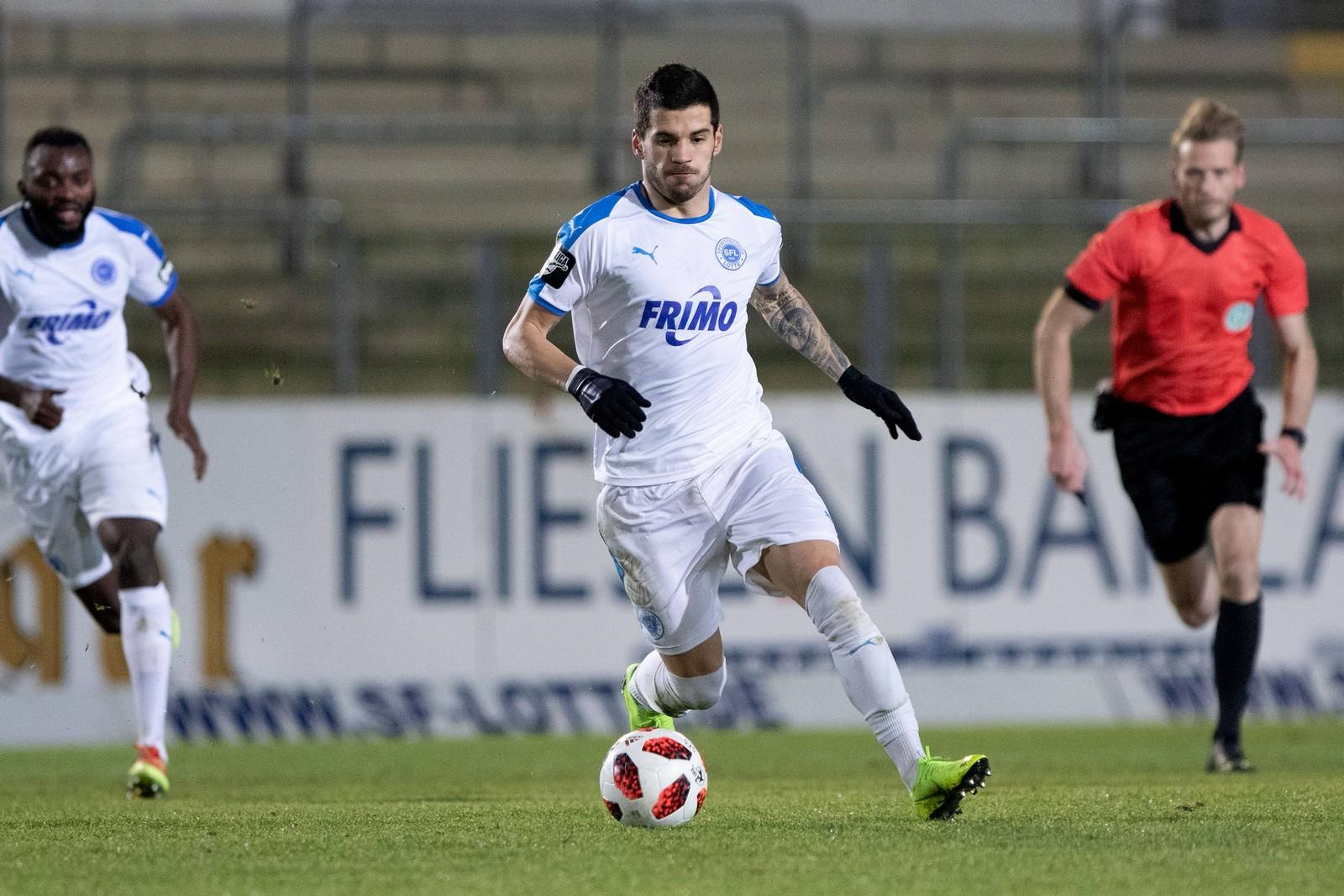Toni Jovic (m.) im Spiel gegen Preußen Münster.