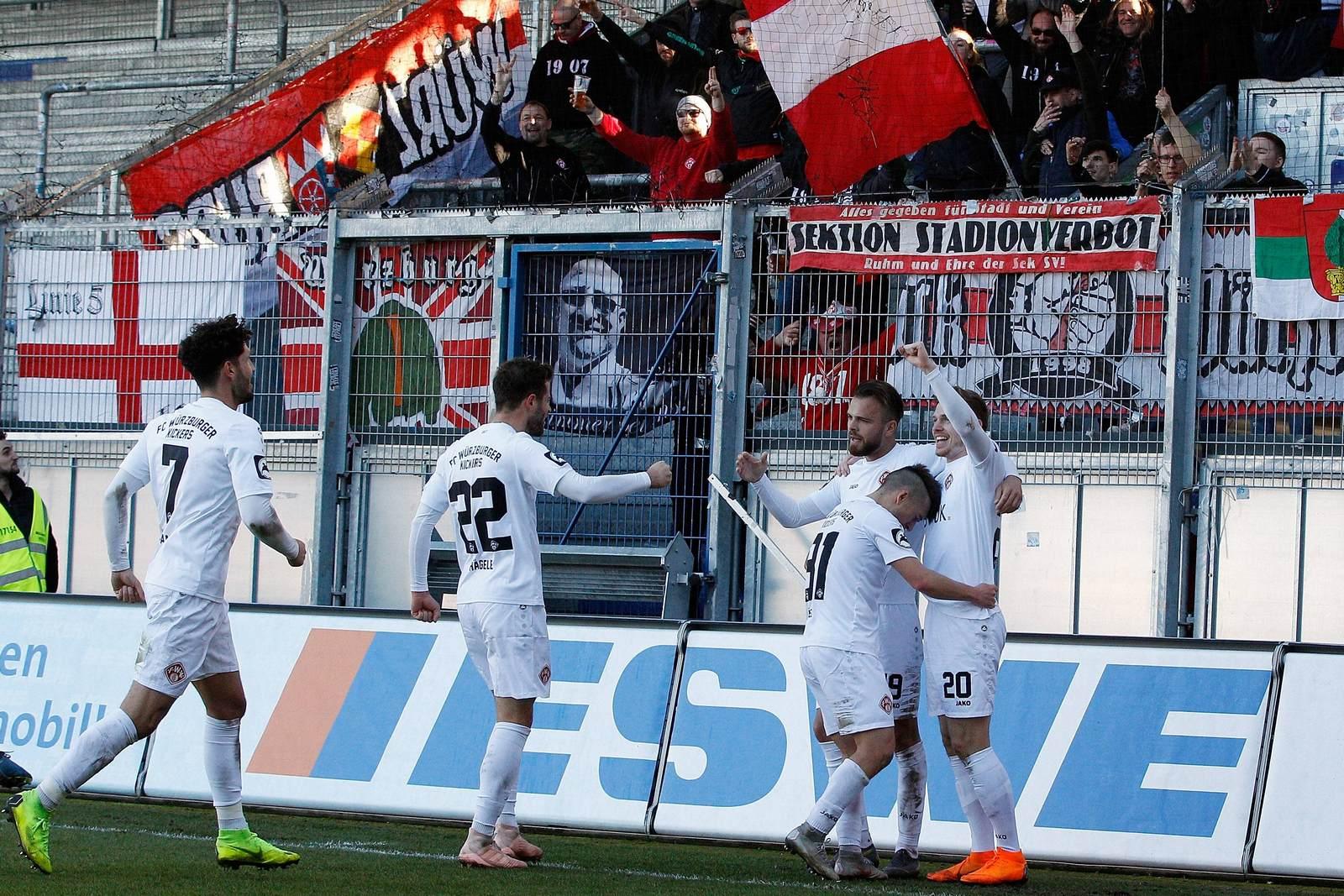Würzburger Kickers beim Torjubel