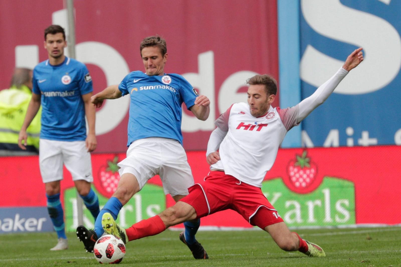Kai Bülow von Hansa Rostock gegen Michael Eberwein von Fortuna Köln