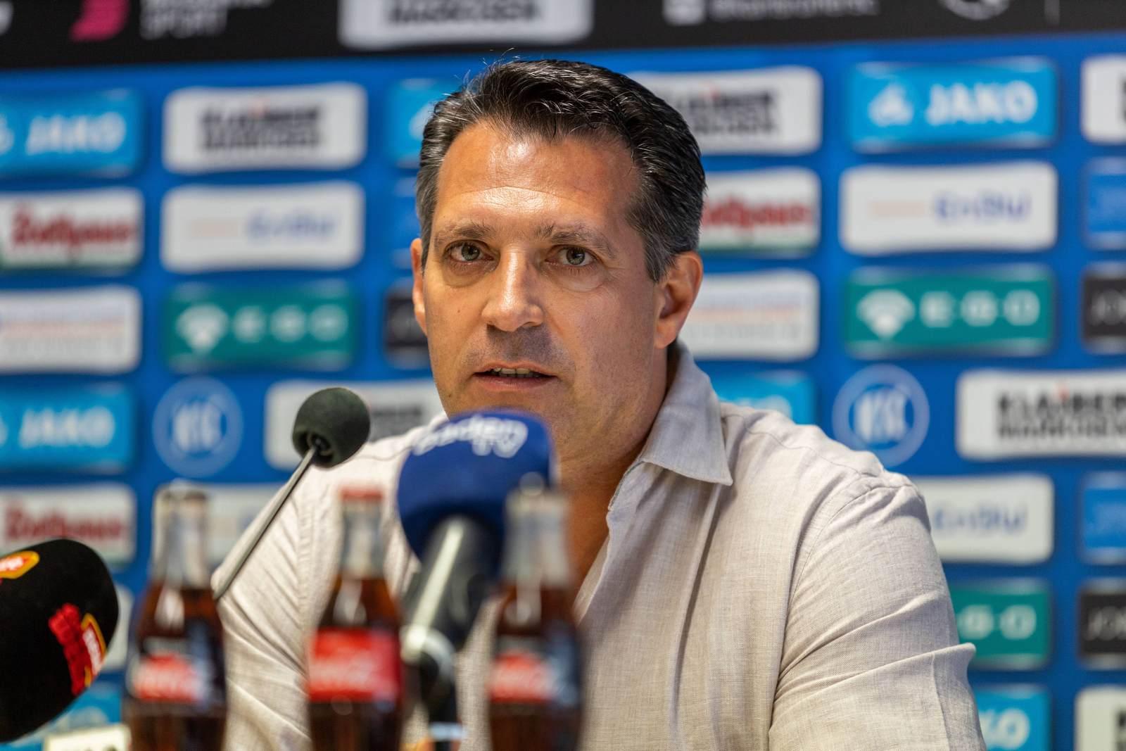 Alois Schwartz bei der Pressekonferenz vor dem Spiel gegen Aalen