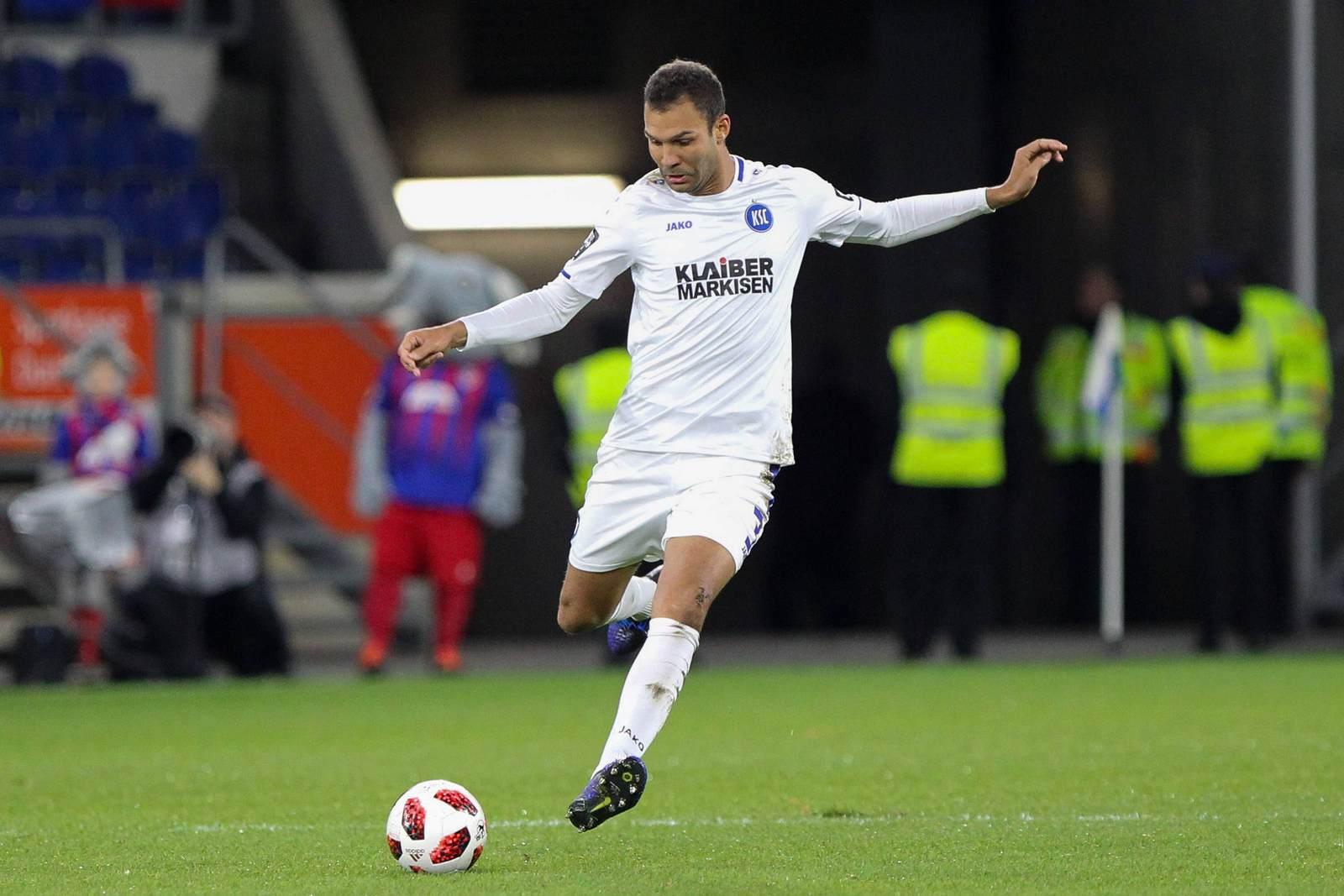Daniel Gordon am Ball für den Karlsruher SC