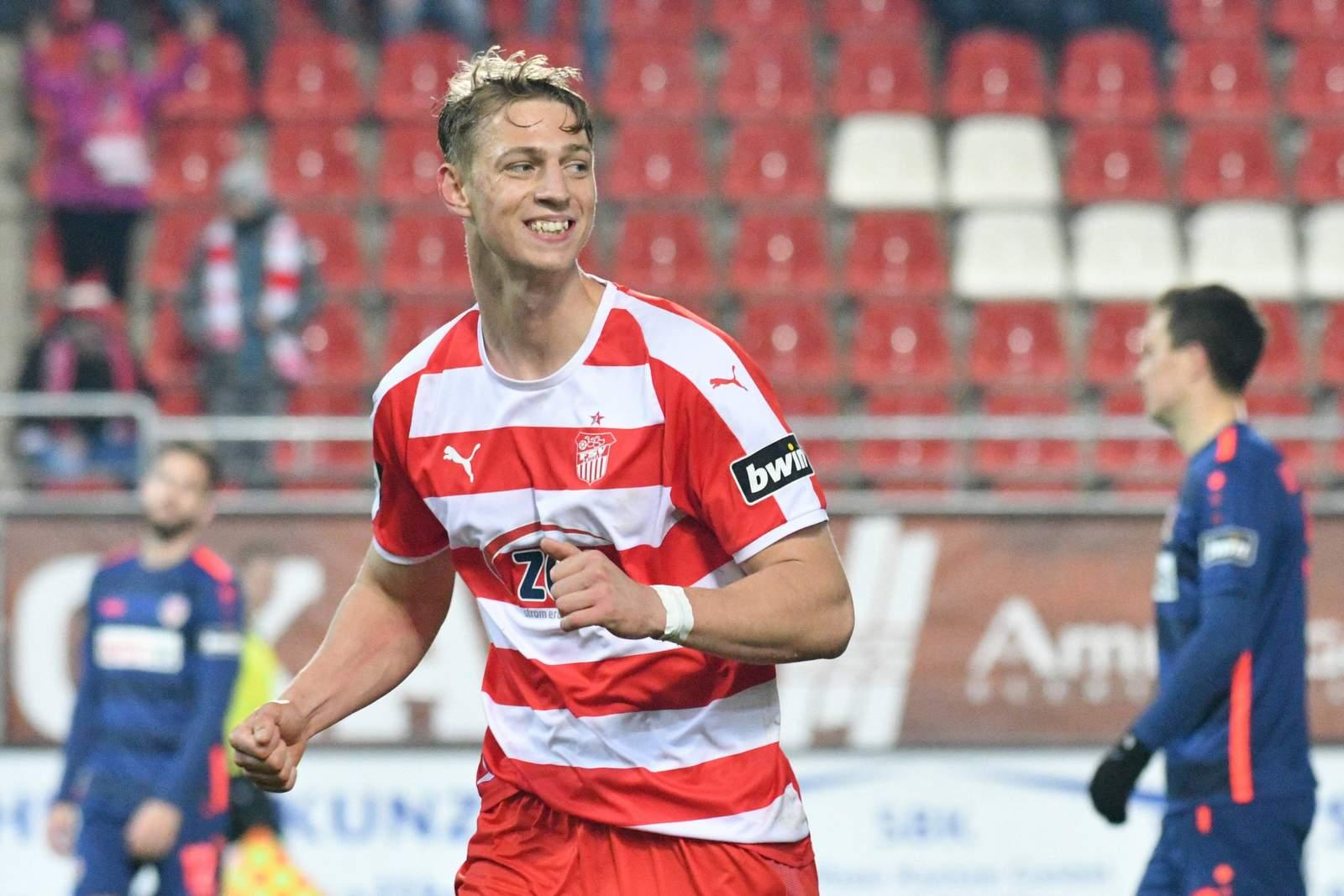 Lion Lauberbach bejubelt seinen Treffer gegen Cottbus