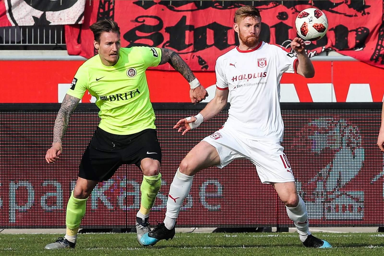 Mathias Fetsch (r.) gegen Manuel Schäffler.