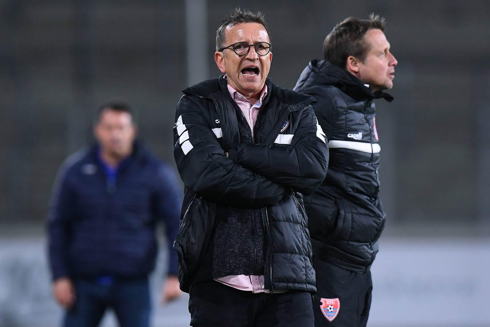 Norbert Meier im Vordergrund, mit Co-Trainer Heinemann