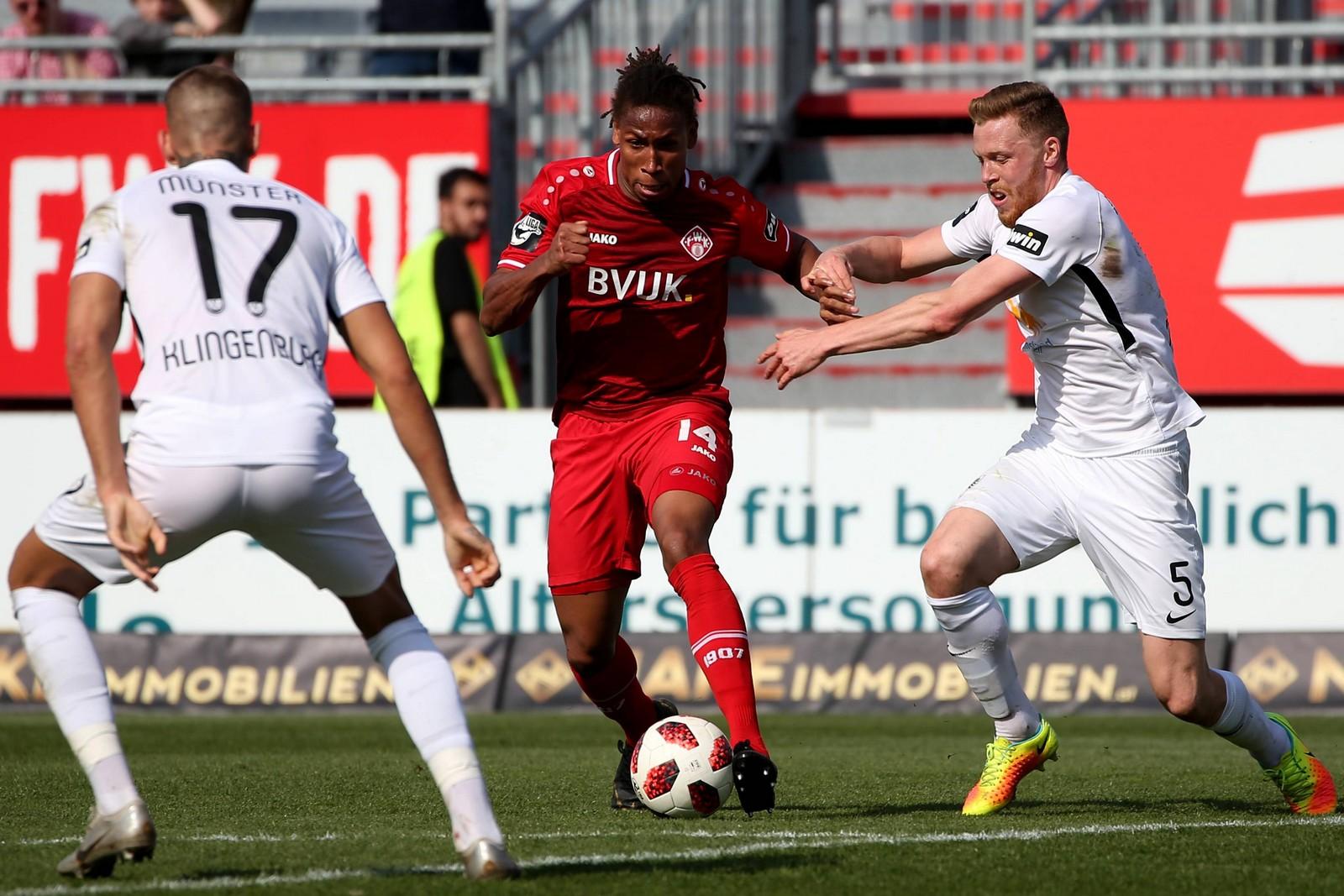 Caniggia Elva von den Würzburger Kickers im Spiel gegen Preußen Münster