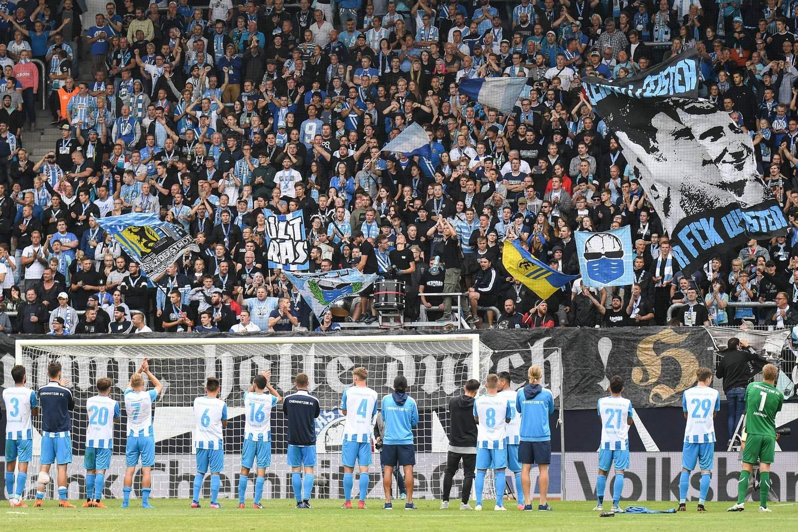 Mannschaft und Fans des Chemnitzer FC