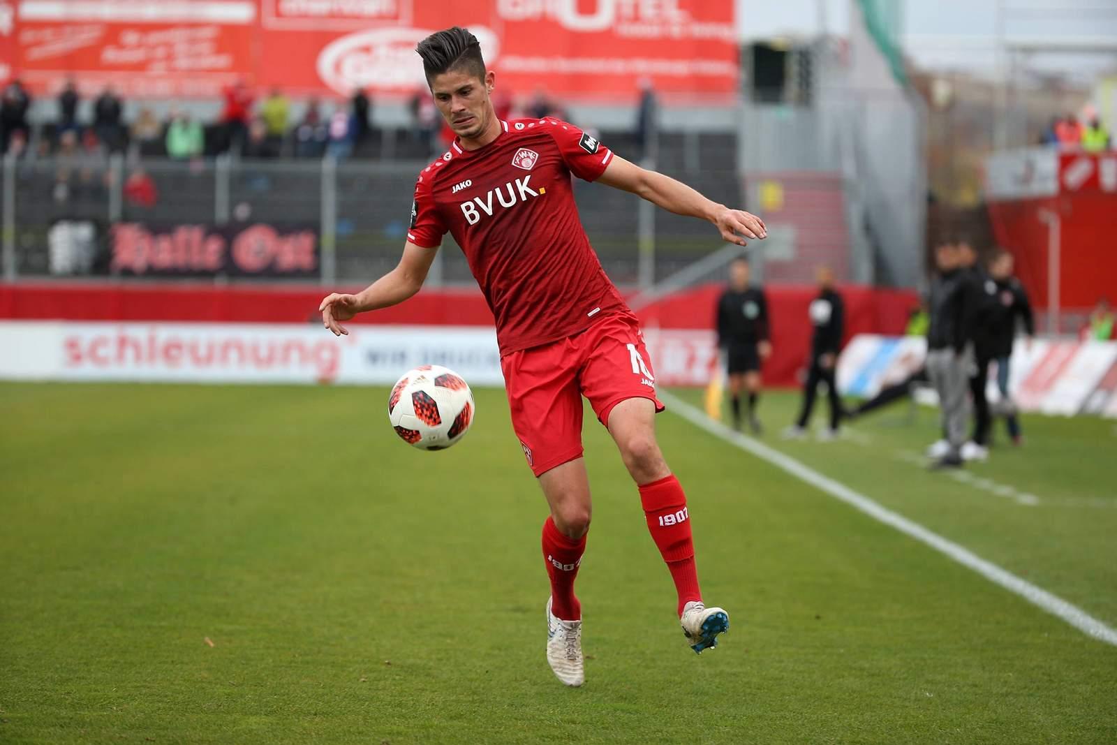 Dennis Mast von den Würzburger Kickers