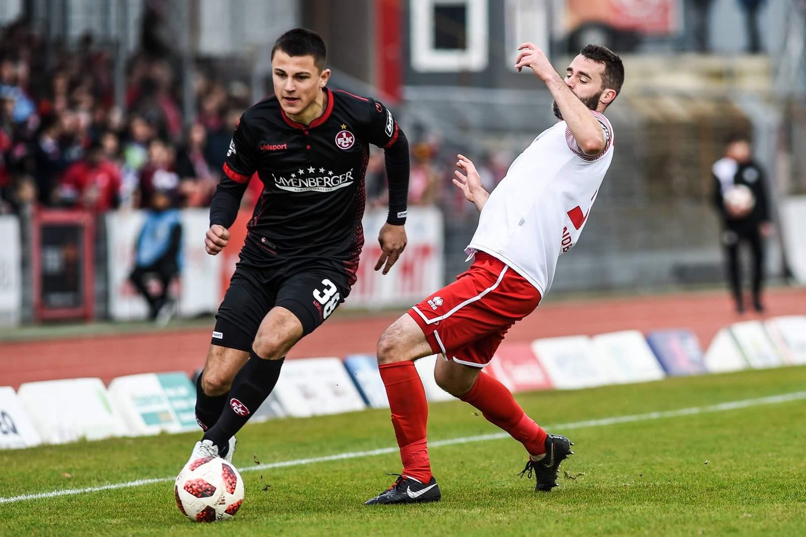 Antonio Jonjic (l.) lässt Kölns Kristoffer Andersen stehen.
