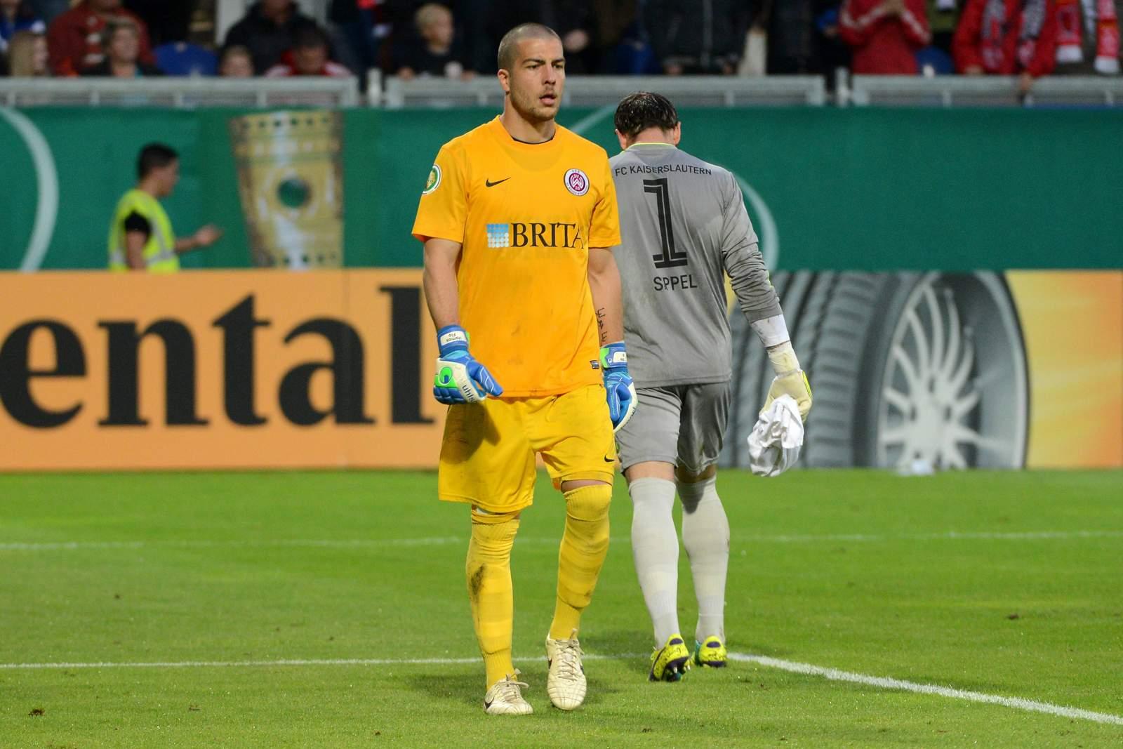 Florian Fromlowitz und Tobias Sippel beim Spiel Wehen Wiesbaden vs FCK