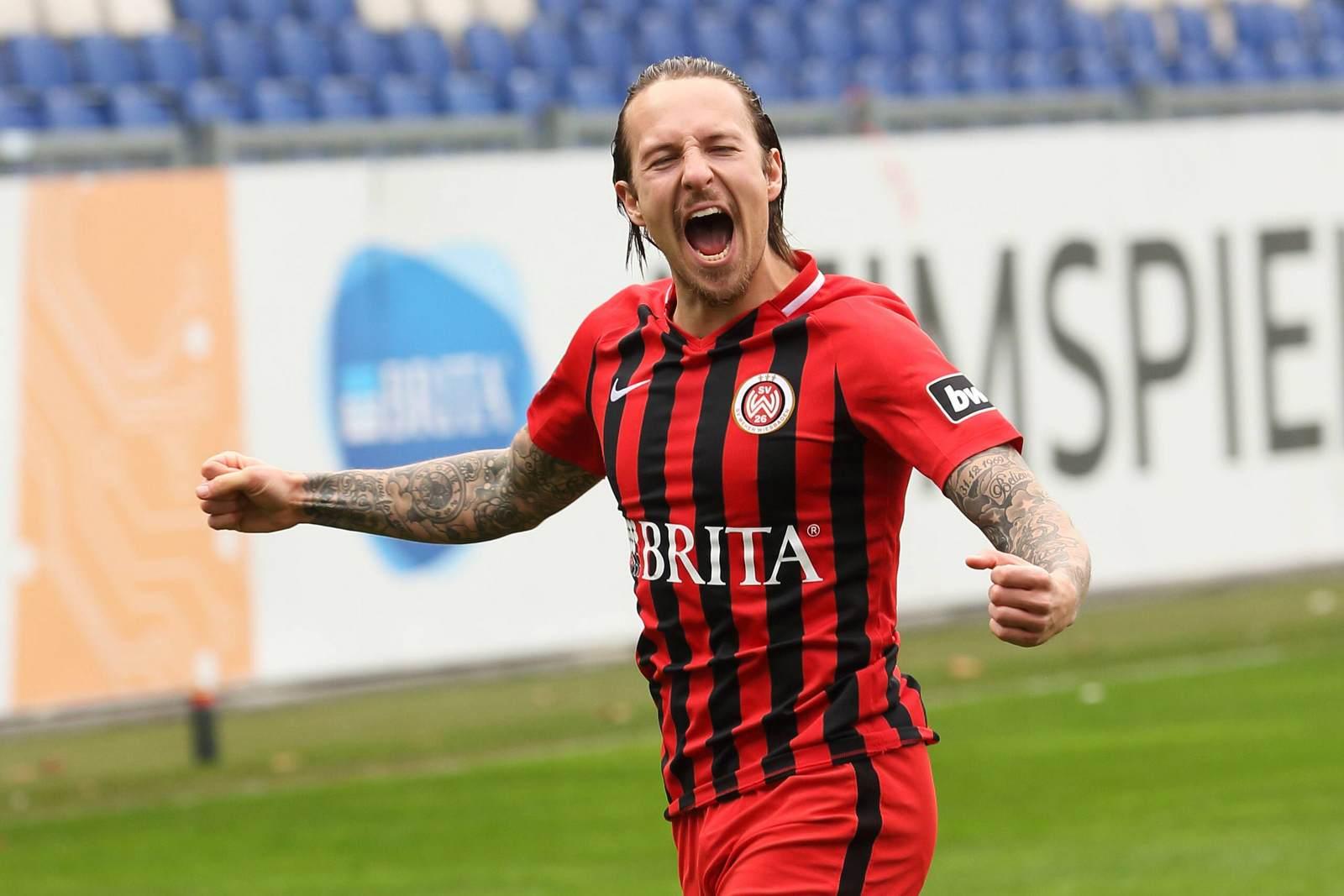 Moritz Kuhn jubelt für den SV Wehen Wiesbaden