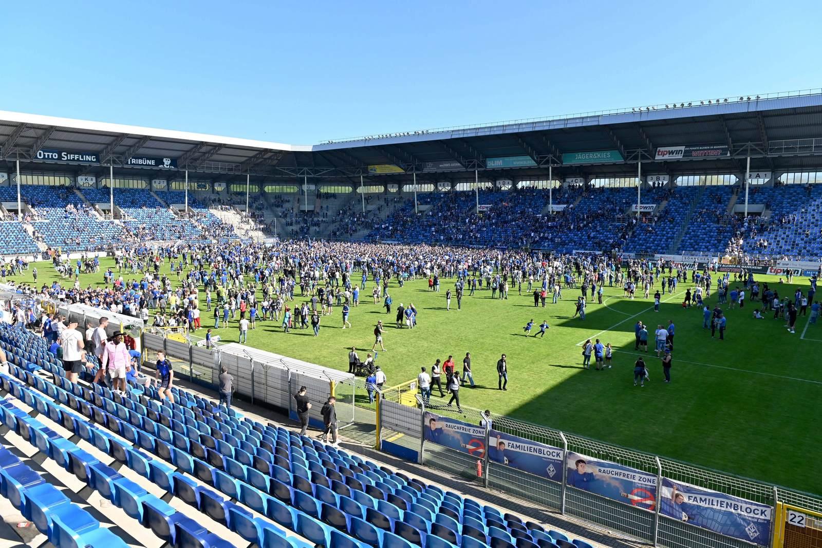 Das Carl Benz Stadion in Mannheim nach dem Aufstieg in die dritte Liga