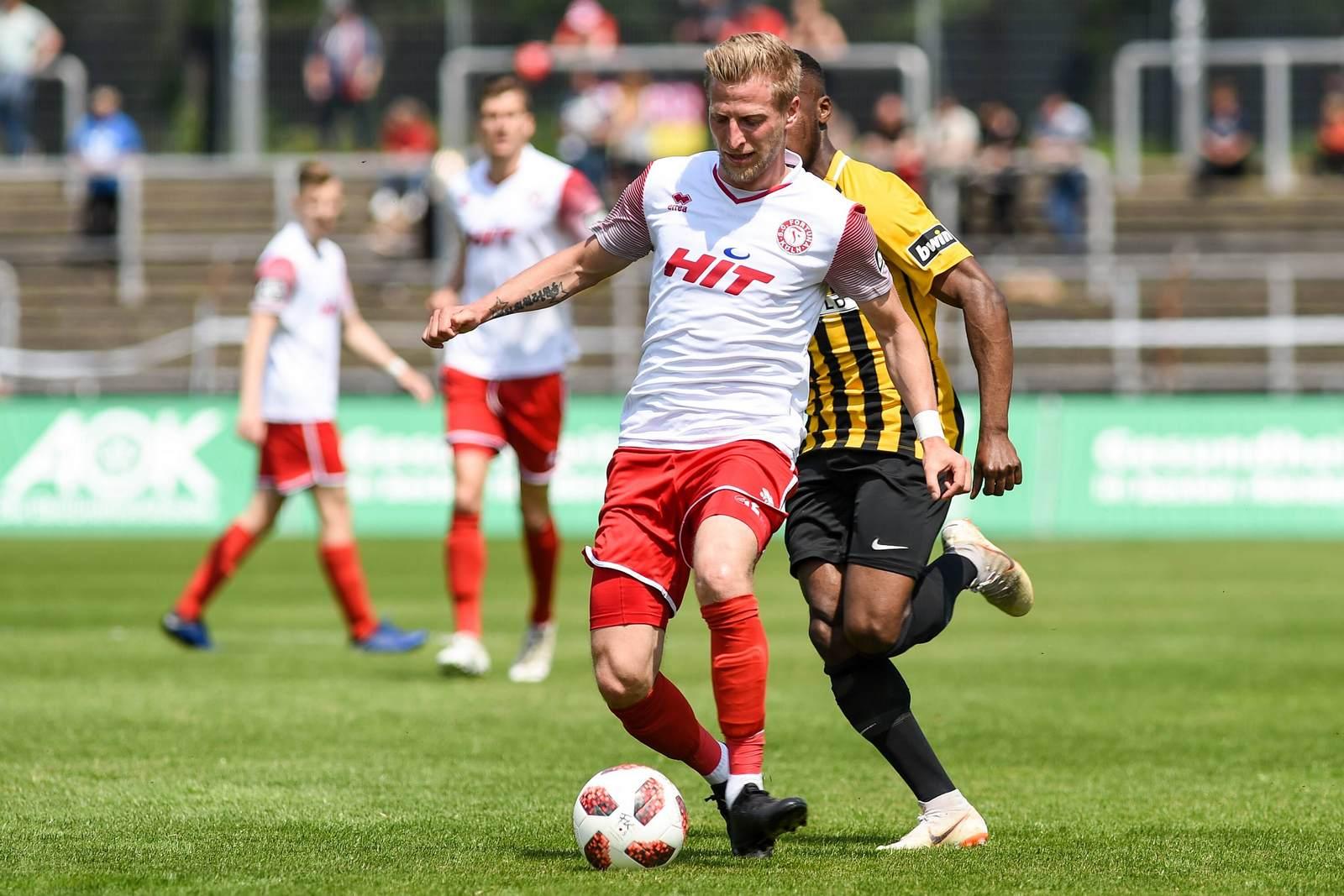 Dominik Ernst am Ball für Fortuna Köln