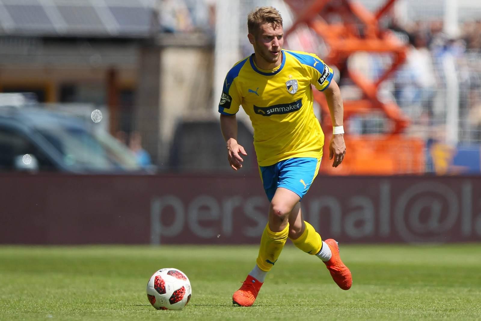 Florian Brügmann am Ball für den FC Carl Zeiss Jena