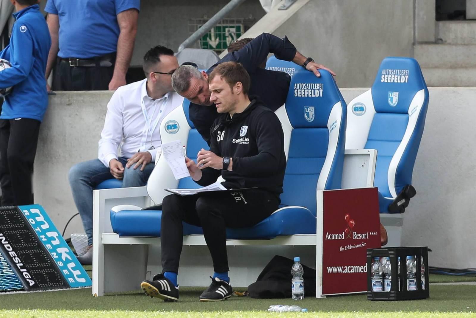 Silvio Bankert auf der Trainerbank des 1. FC Magdeburg.
