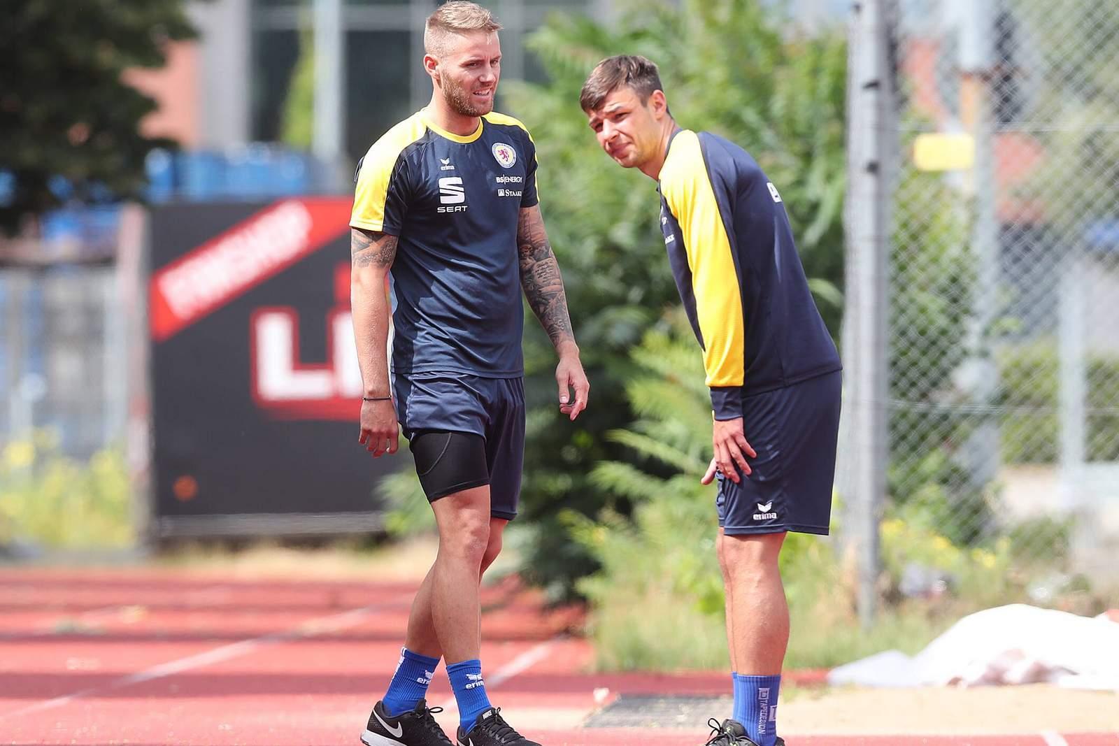 Felix Burmeister und Nico Kijewski im Training von Eintracht Braunschweig