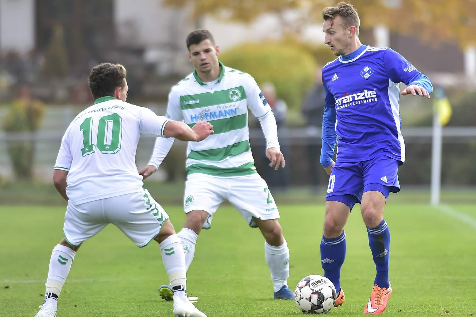 Felix Schröter vom FC Illertissen im Spiel gegen Fürth