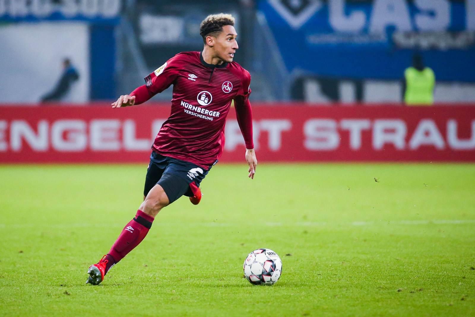 Kevin Goden am Ball für den 1. FC Nürnberg