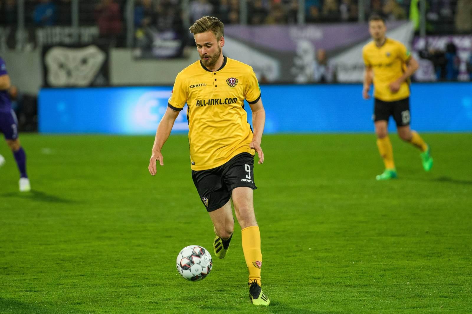 Lucas Röser am Ball für Dynamo Dresden