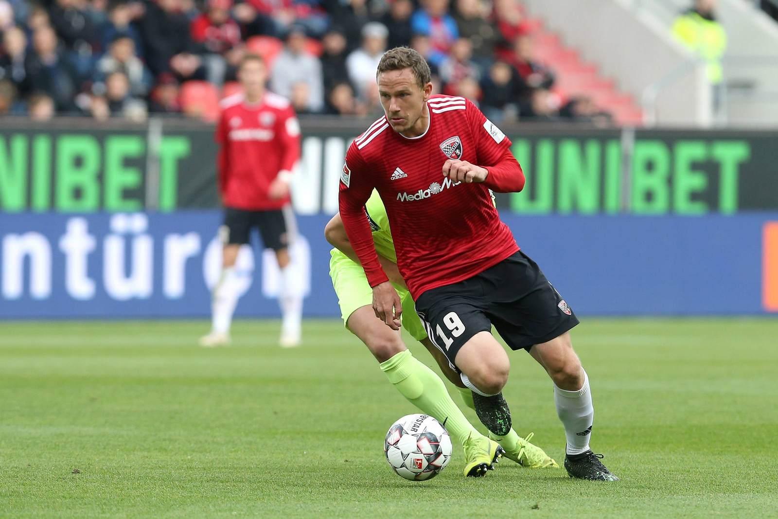 Marcel Gaus am Ball für den FC Ingolstadt