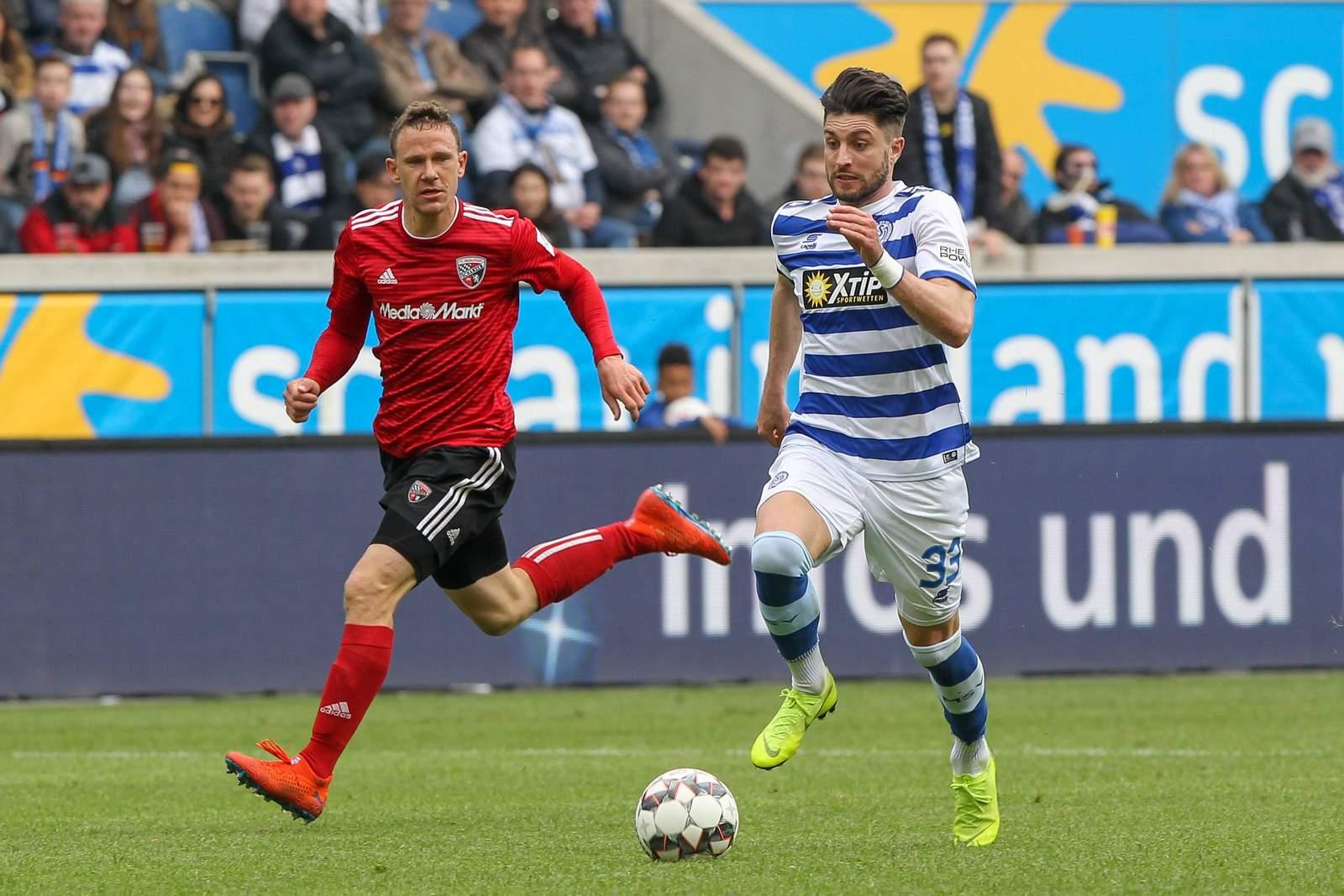 Moritz Stoppelkamp (r.) im Spiel gegen Ingolstadt.