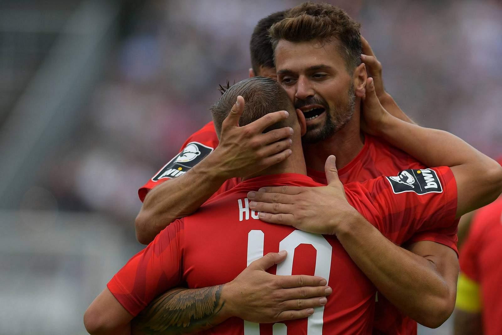 Albert Bunjaku jubelt nach Tor gegen Chemnitzer FC