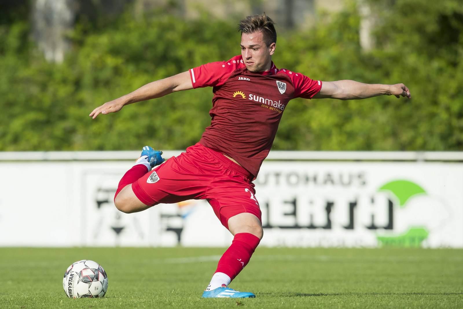 Luca Schnellbacher am Ball für den SC Preußen Münster