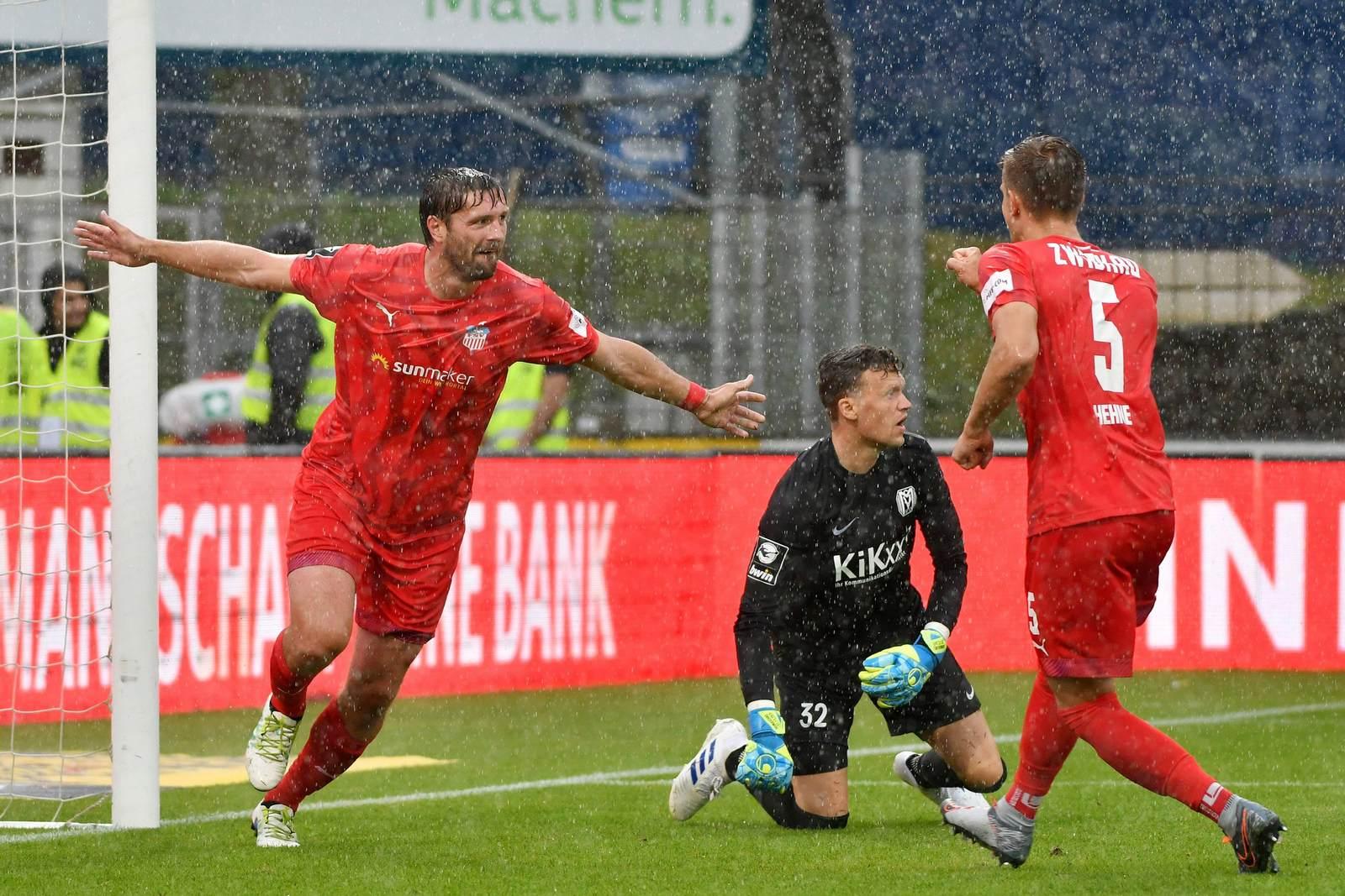 Ronny König jubelt über sein Tor für den FSV Zwickau