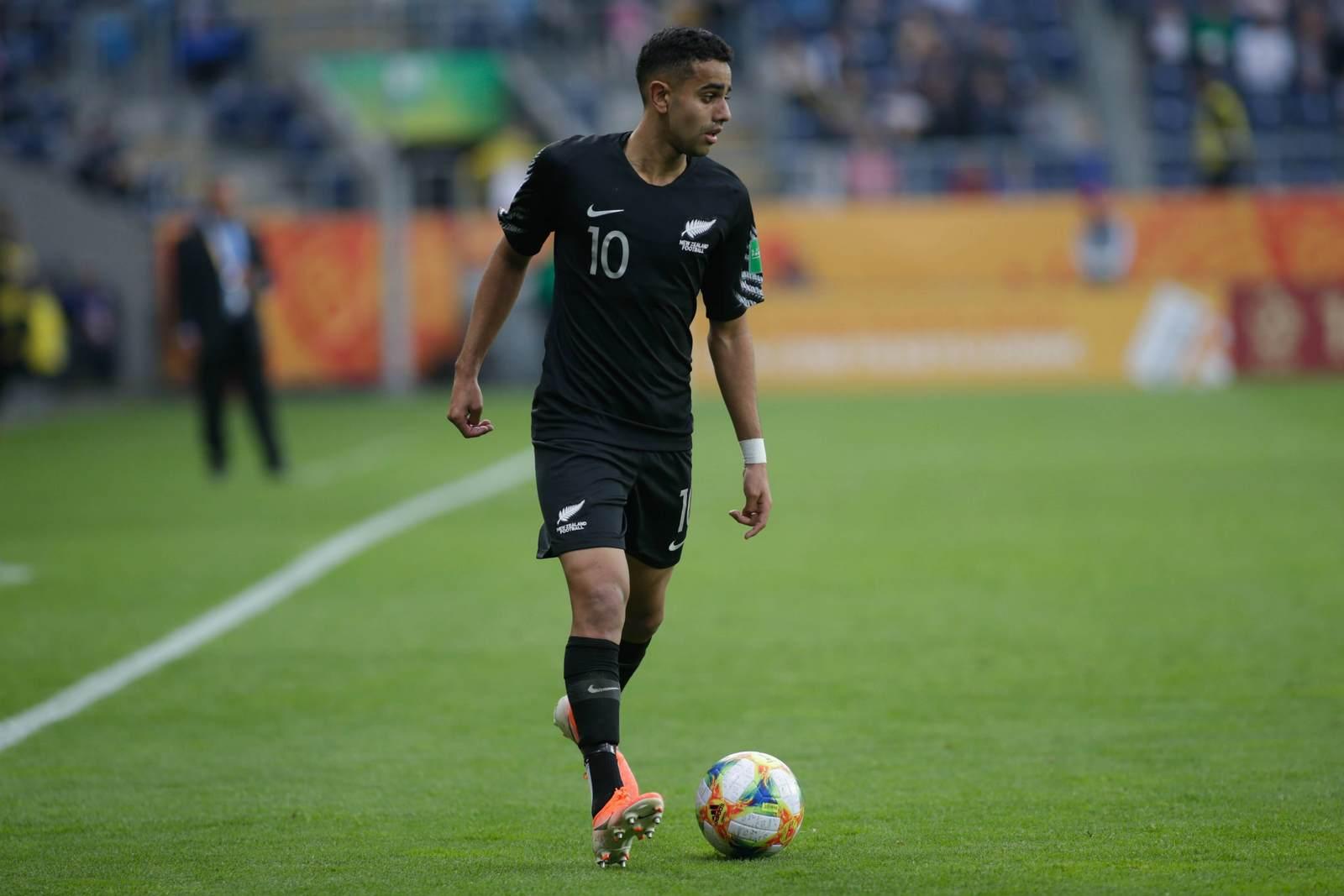 Sarpreet Singh mit dem Ball am Fuß