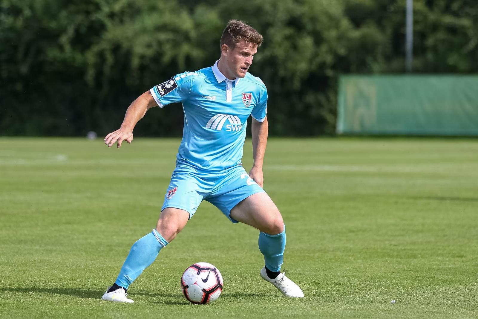 Tobias Rühle am Ball für den KFC Uerdingen