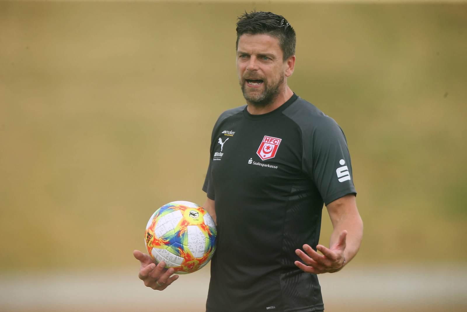 Torsten Ziegner im Training des Halleschen FC