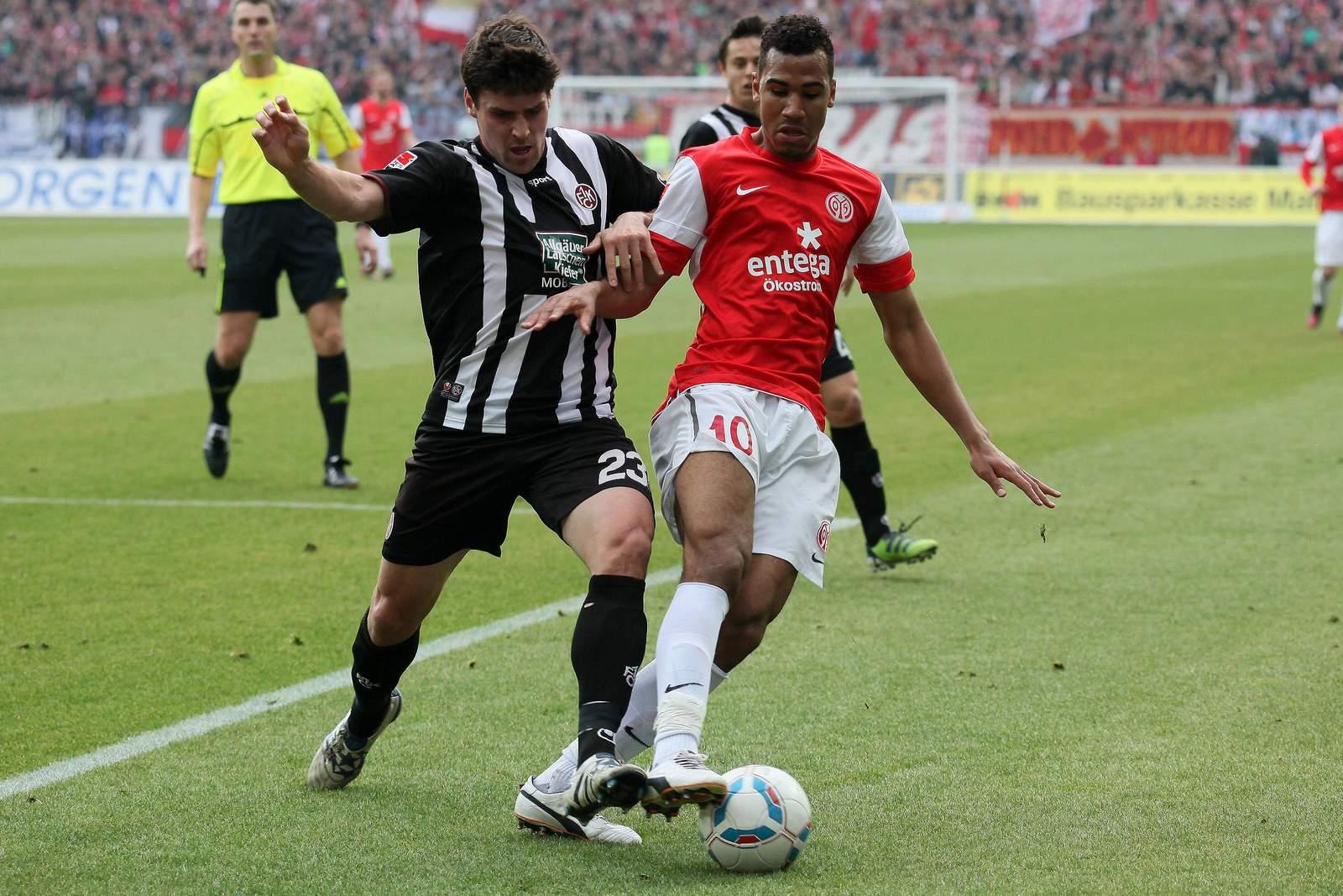 Florian Dick vom FCK gegen Eric-Maxim Choupo-Moting von Mainz 05.