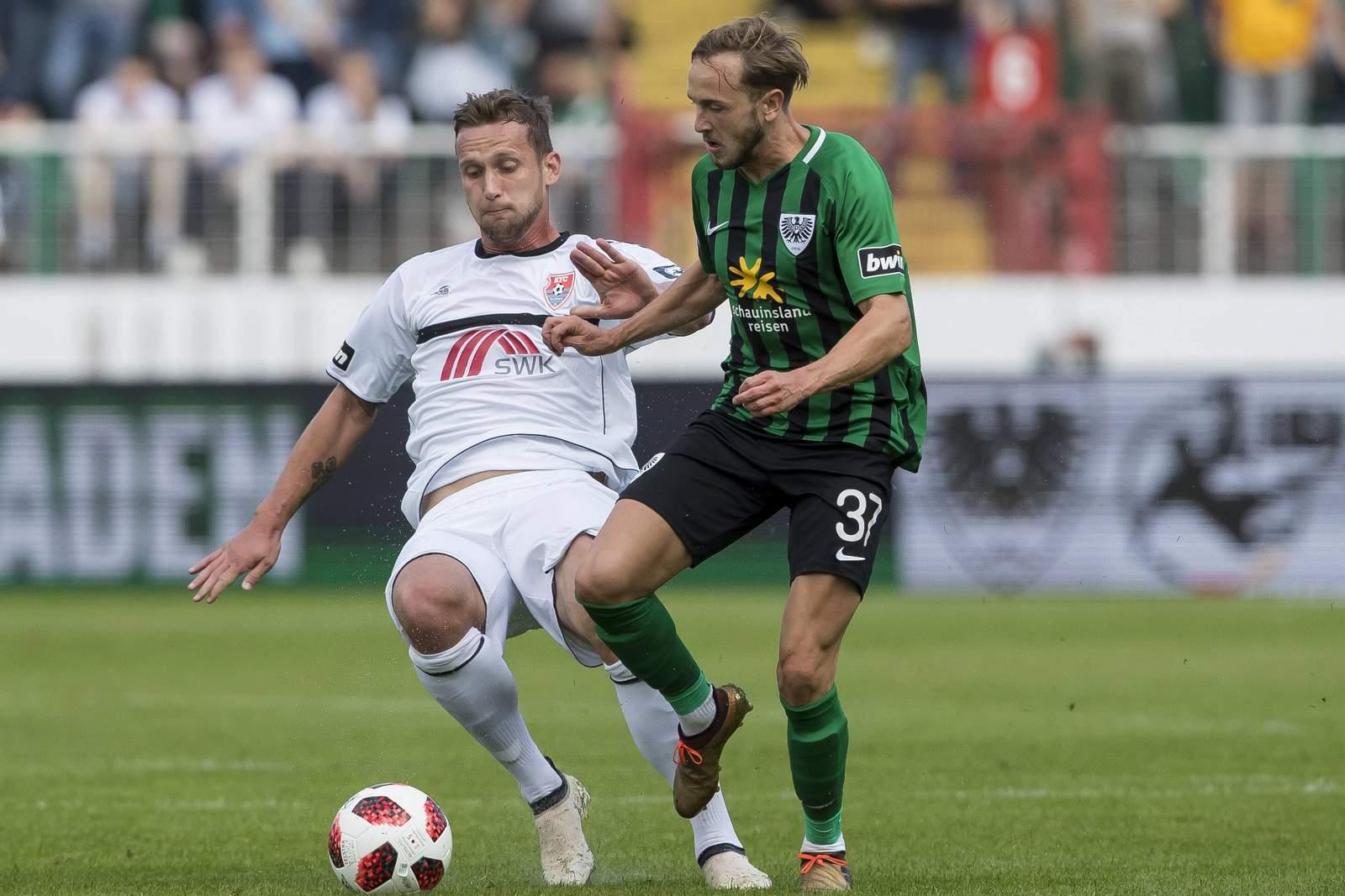 Manuel Konrad vom KFC Uerdingen gegen Lucas Cueto von Preußen Münster