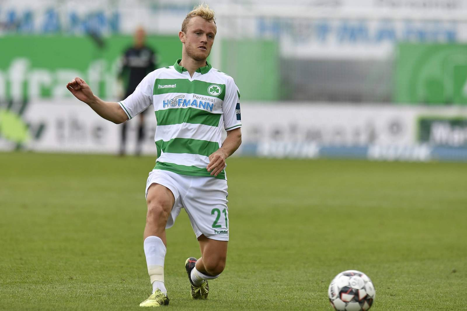 Nik Omladic im Trikot von Greuther Fürth