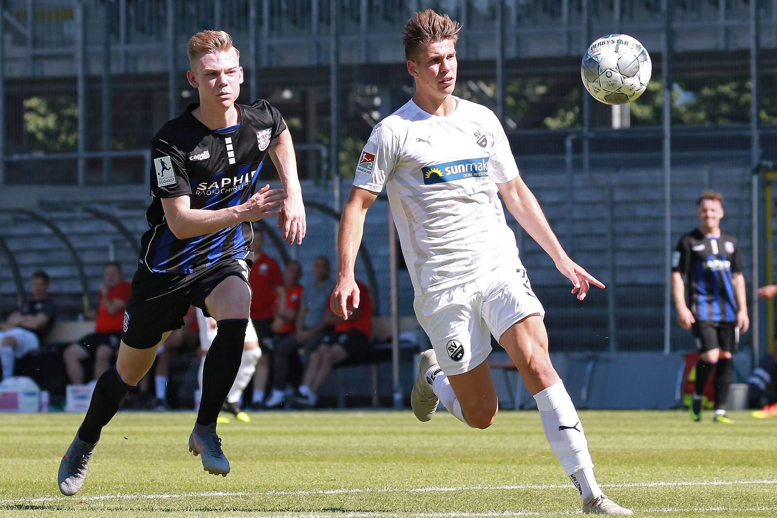 Alexander Rossipal (r.) im Test gegen den FSV Frankfurt