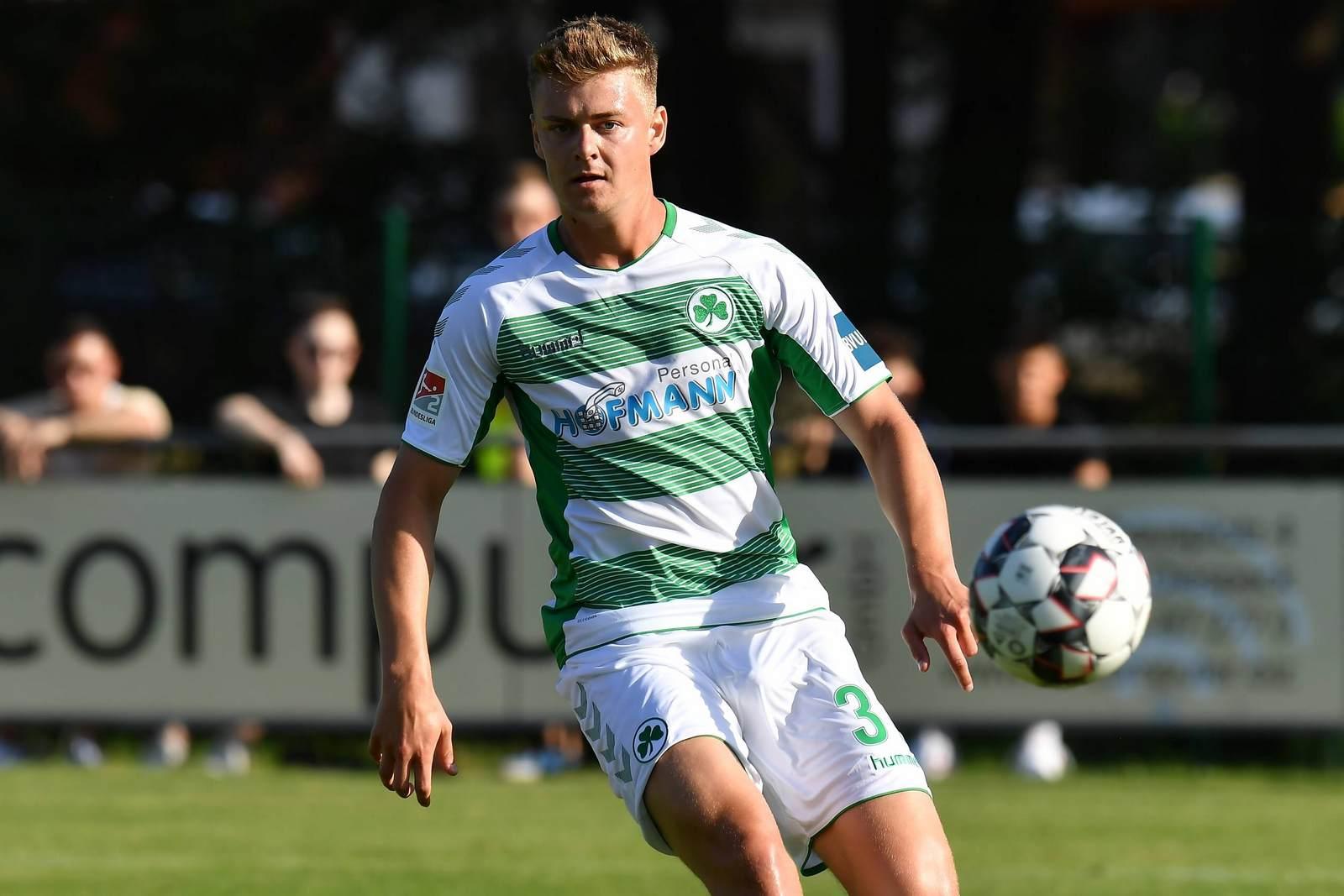 Daniel Steininger am Ball für Greuther Fürth