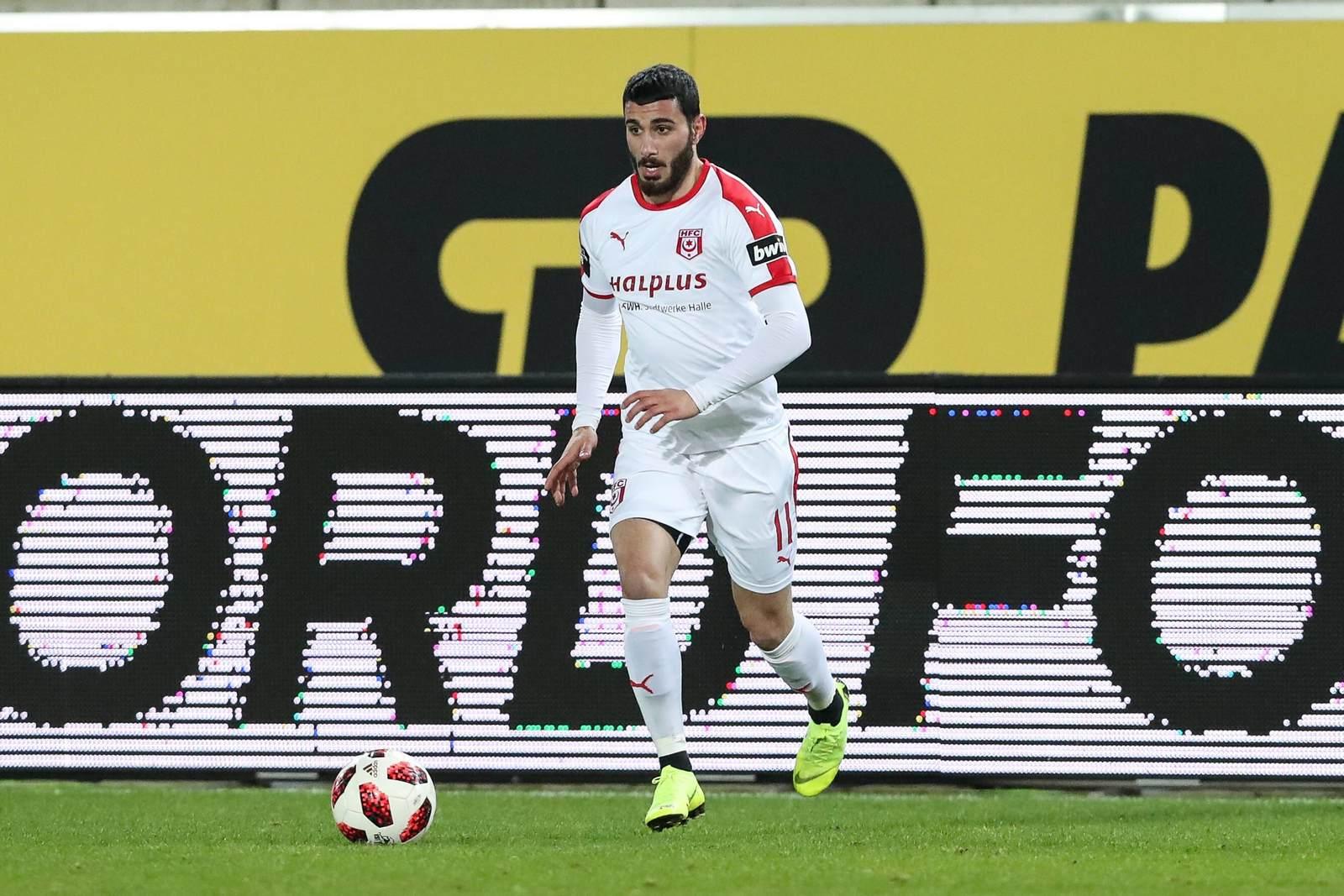 Davud Tuma am Ball für den Halleschen FC