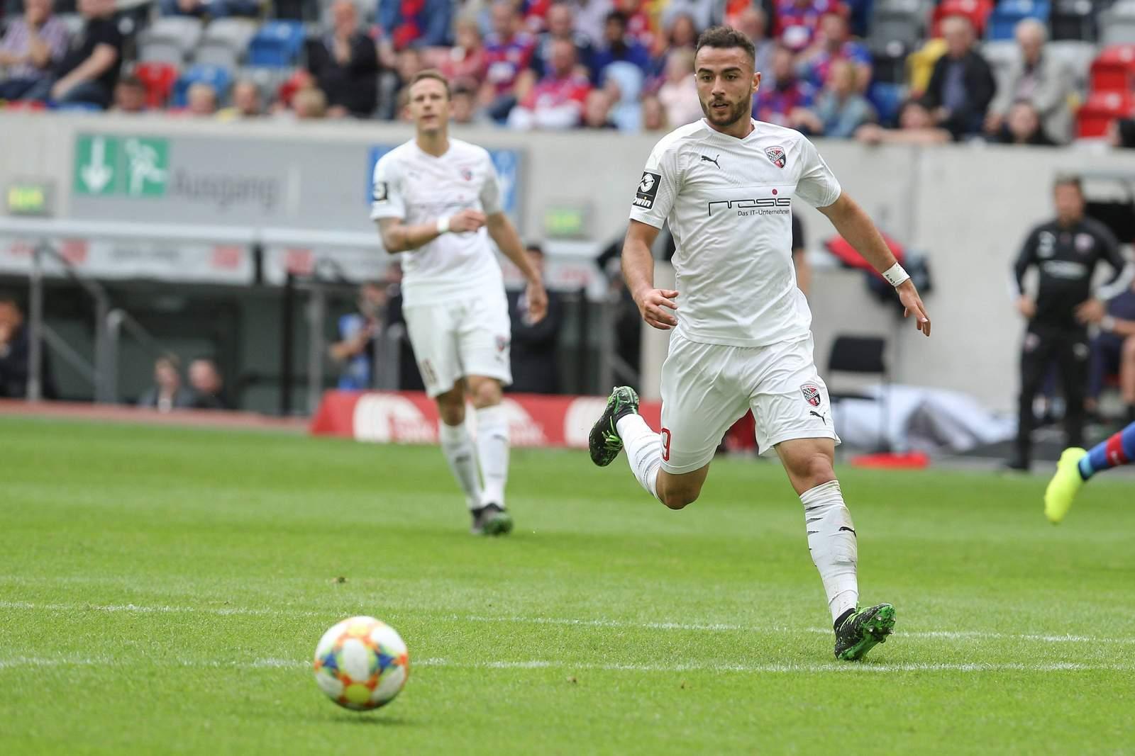 Fatih Kaya am Ball für den FC Ingolstadt