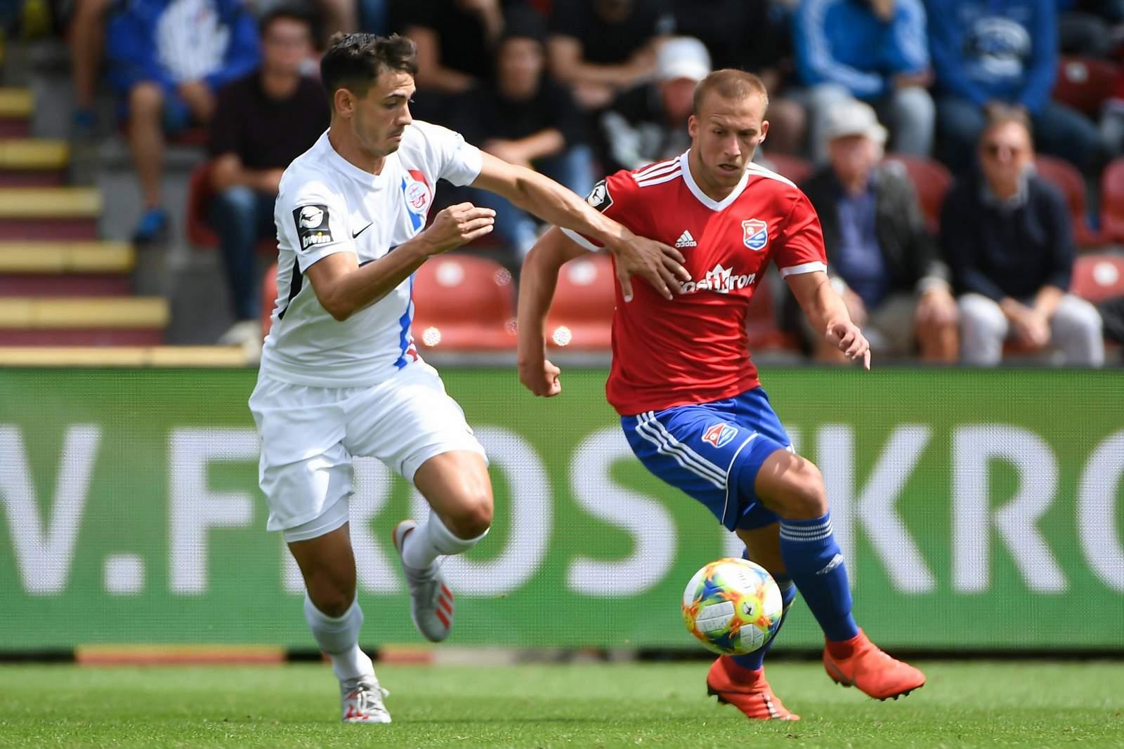 Nico Rieble von Hansa Rostock gegen Felix Schröter von Unterhaching