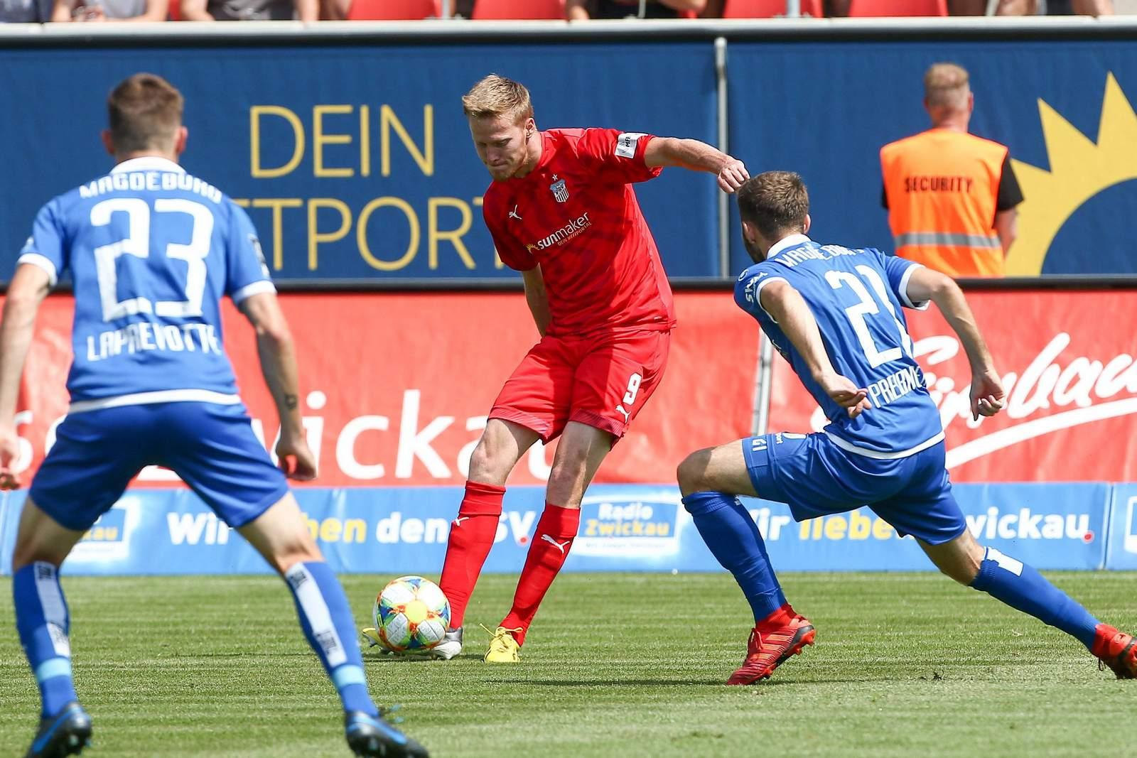 Gerrit Wegkamp (m.) gegen Magdeburg.
