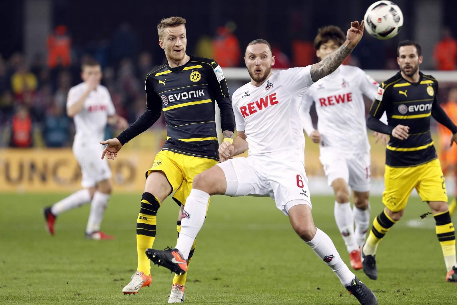 Marco Reus vom BVB gegen Marco Höger vom 1. FC Köln