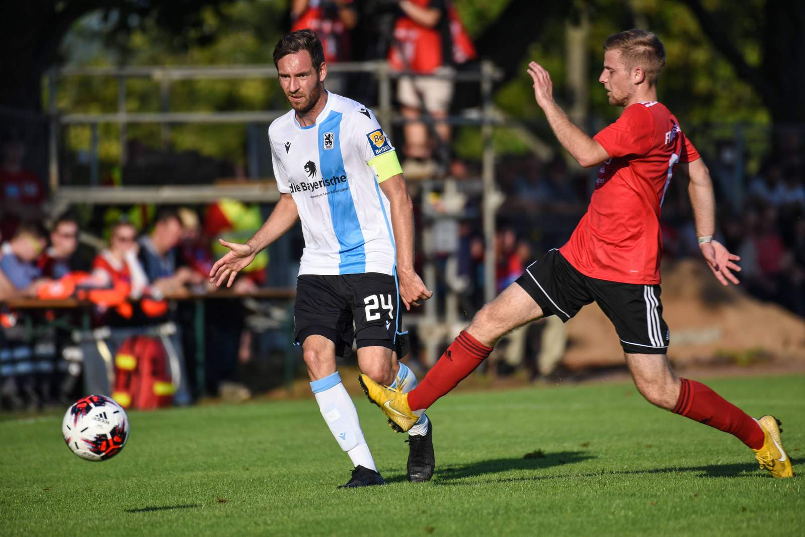 Markus Ziereis (l.) im Landespokal gegen Schweinfurt.