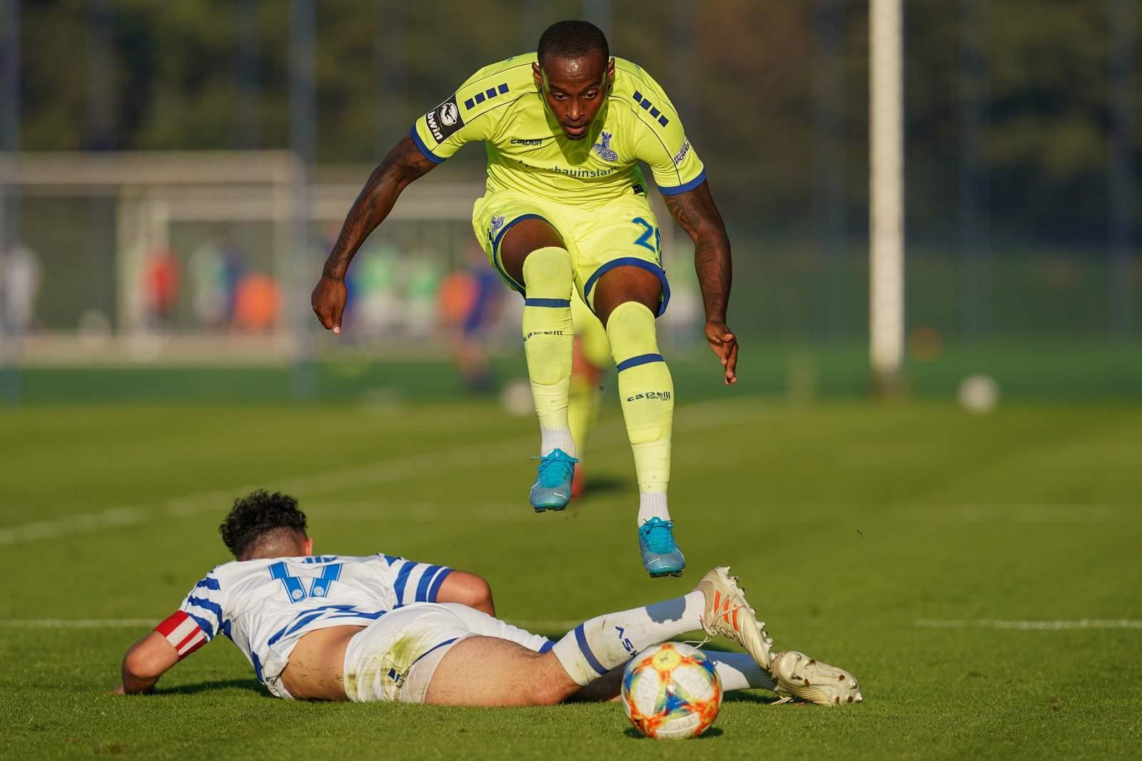 Leroy-Jacques Mickels im Test gegen die U19 des MSV.