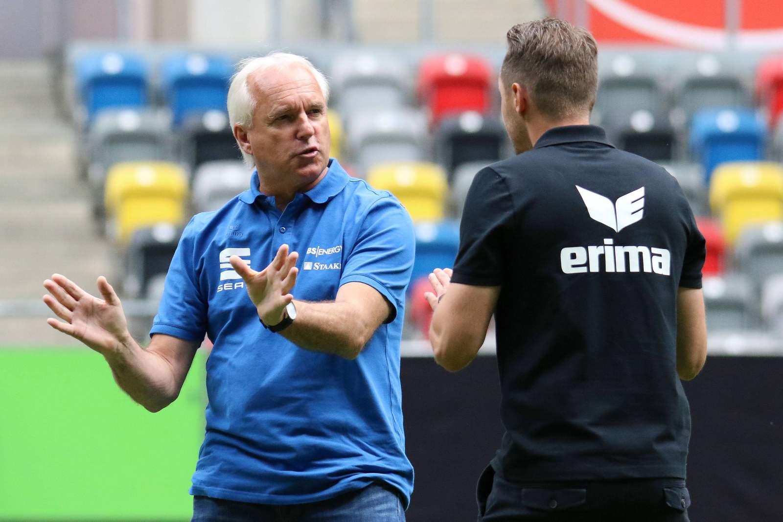 Peter Vollmann vor dem Spiel gegen Uerdingen.