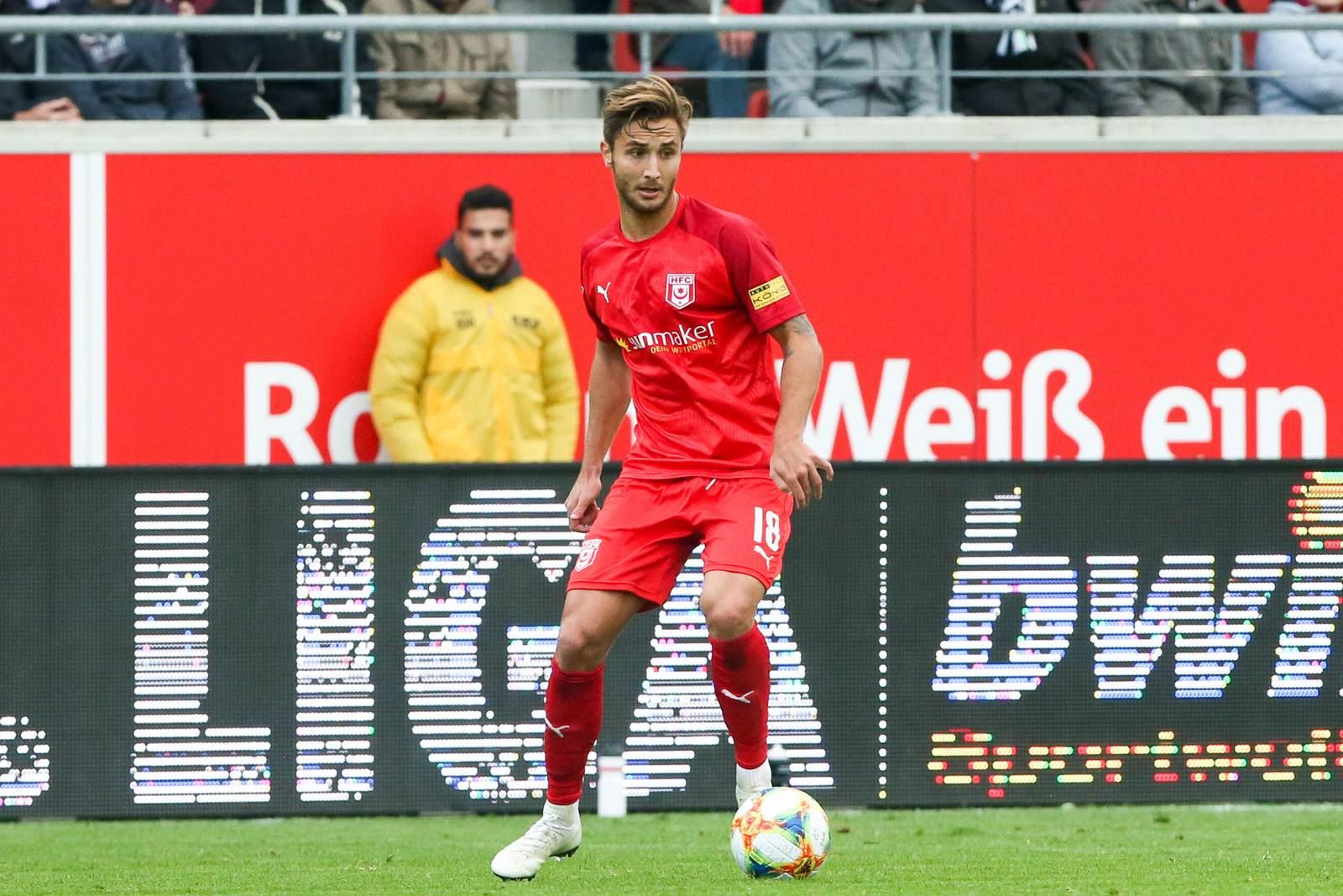 Felix Drinkuth am Ball für den Halleschen FC