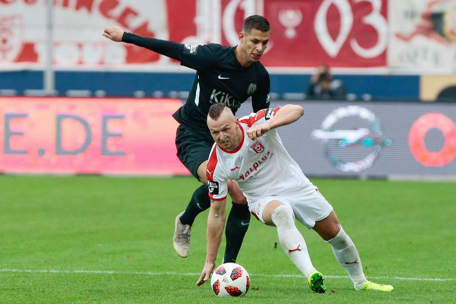 Toni Lindenhahn vom HFC gegen Luka Tankulic vom SV Meppen